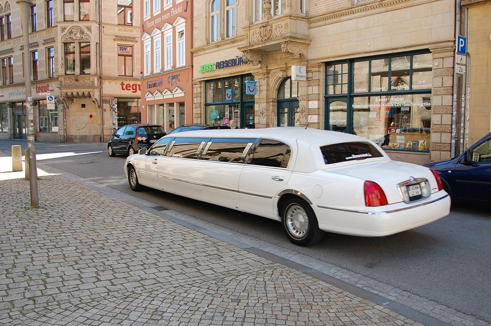 What You Should Know About Hiring a Limousine Rental